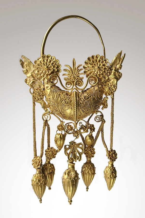 Boat-shaped gold earring