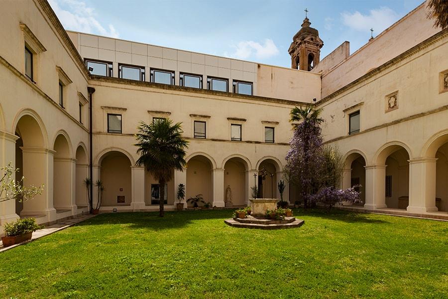 Klosterhof- und gebäude der Alkanteriner