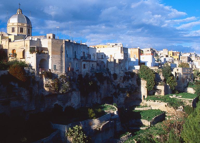 Cosa vedere in Puglia: Le città a base rupestre e le gravine
